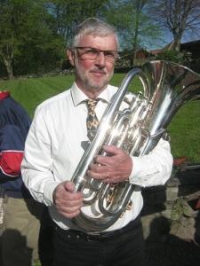 Ulf Ripa, hyllad för sina 50 år i Mölnlycke Blåsorkester.
