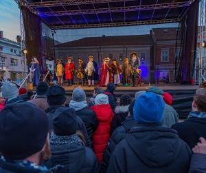 En stor scen hade byggts upp på torget. Foto: Gunnar Klasson.