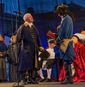Dramatiska motsättningar på scenen. Foto: Gunnar Klasson.